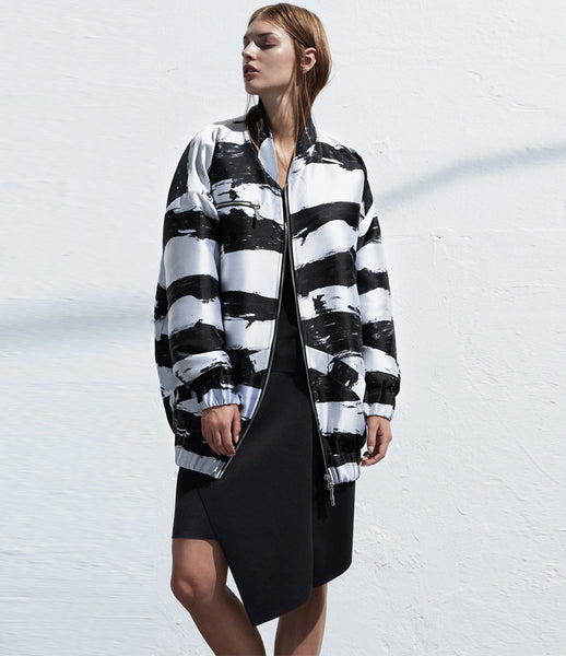 Arethé-Stockholm_bomber_jacket_jacquard_stripe_black_white_240_oversized_streetstyle_fashion_womens_womenswear_kidsofdada