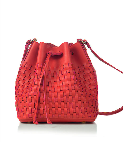 Elena_Athanasiou_shoulderbag_accessory_handmade_woven_recycled_leather_red_bucket_fashion_kidsofdada