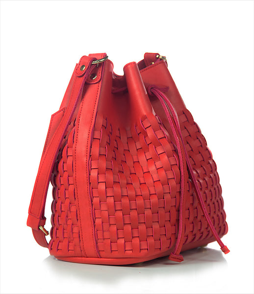 Elena_Athanasiou_shoulderbag_accessory_handmade_woven_recycled_leather_red_bucket_shape_adjustable_strap_classic_fashion_kidsofdada