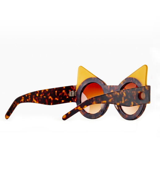 Fakoshima_sunglasses_accessory_under_300_Italian_acetate_brown_yellow_cat_eyes_round_lenses_futuristic_fashion_kidsofdada