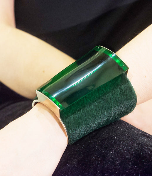 Isabel_Englebert_bracelet_jewelry_handmade_silver_cow_hair_acrylic_green_silver_cuff_thick_statement_70s_kidsofdada