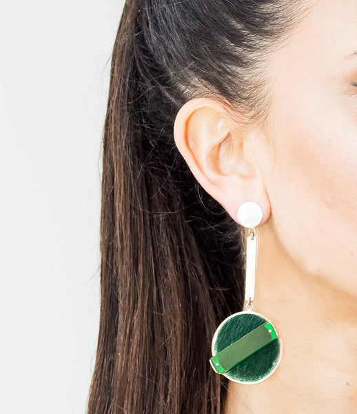 Isabel_Englebert_earrings_jewelry_handmade_silver_cow_hair_acrylic_green_short_drop_round_70s_stylish_kidsofdada