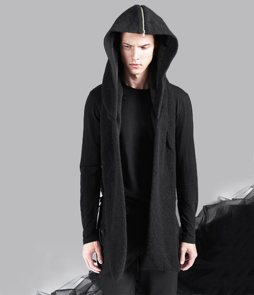 Serafin-Andrzejak_menswear_black_hoodie_fashion_wool_zipper_scarf_essential_everyday_innovative_kidsofdada