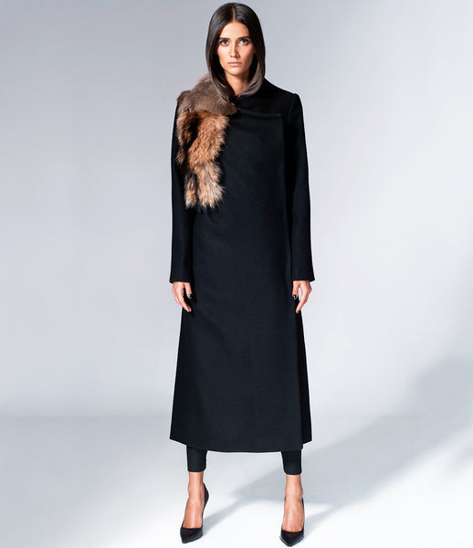 Serafin-Andrzejak_womenswear_winter_coat_woolen_fur_longline_maxi_bespoke_black_essential_everyday_kidsofdada