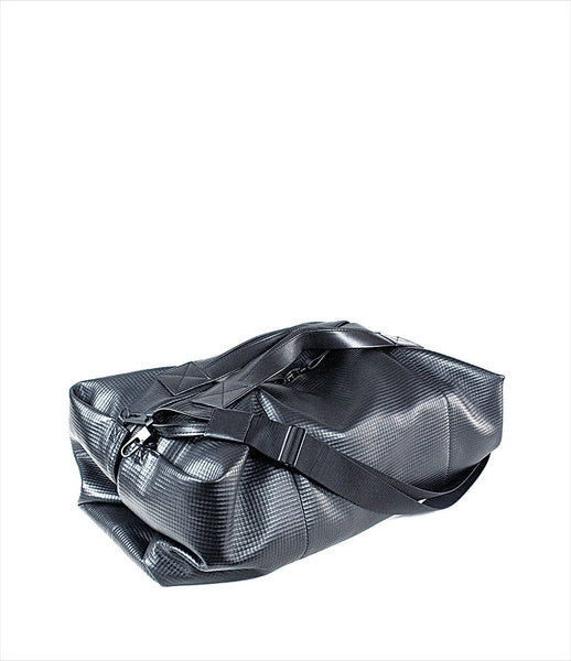 The-Transience_black_gym_bag_extra-large_leather_lambskin_weekendbag_crossbodystrap_urban_sporty_kidsofdada.jpg
