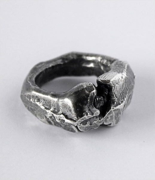 LLY_Atelier_diamond_dog_rough_oxidized_silver_handmade_black_diamonds_ring_jewelry_jewellery_womens_accessories_kidsofdada