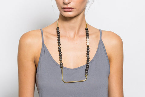 NOZI - SHORT NECKLACE / SQUARE BOTTOM