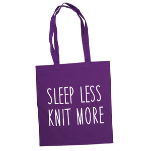 Sleep less knit more bærenett lilla