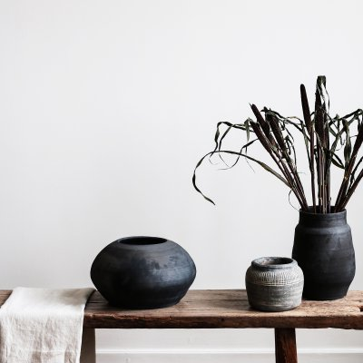 BADAN Black Curved Clay Pot / Vase