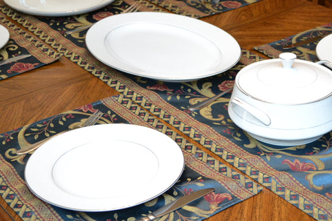 Complete Rosevine set includes 4 placemats and 1 table runner