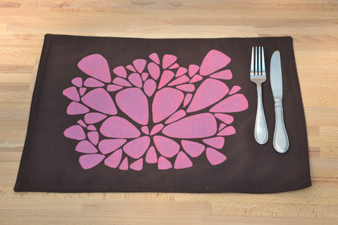 Annie Housewife linen placemat with