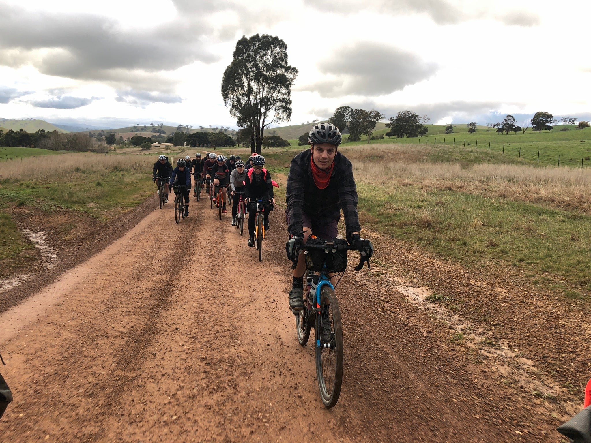 Flashpacking peloton gravel adventure