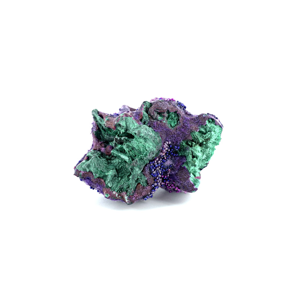 Resin intermezzo with fibrous malachite (trio)