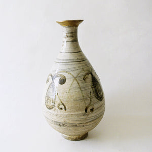 White Vase with Iron Glazed Design Bunchung 16c. from Chosun