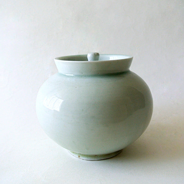 Rare White Vase with Lid by Bunwon Kiln from Chosun | Museum Quality