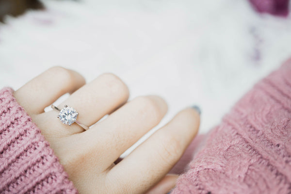 Engagement Ring Etiquette: 6 Things to Consider