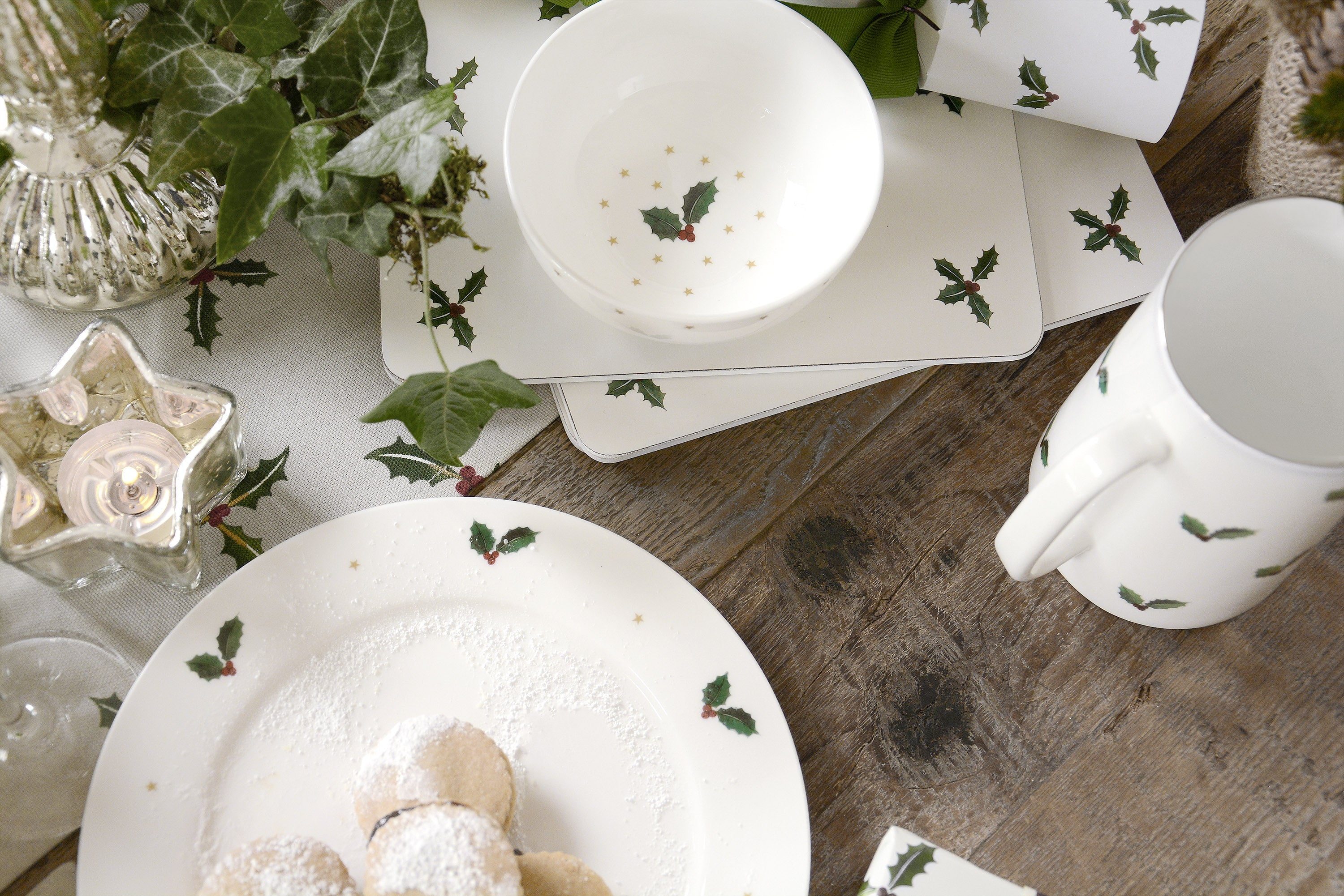 Holly & Berry Christmas Table Settings Sophie Allport