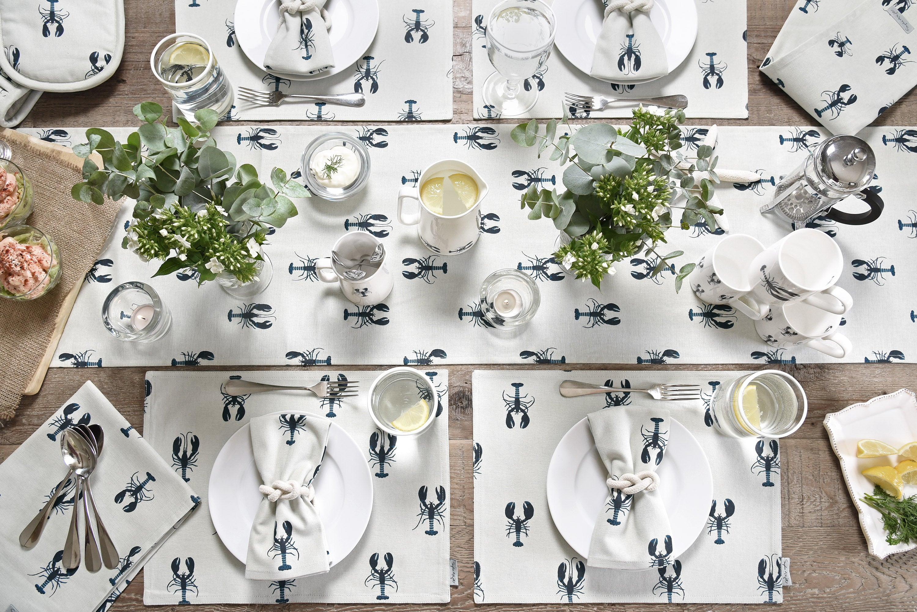Summer table setting by Sophie Allport