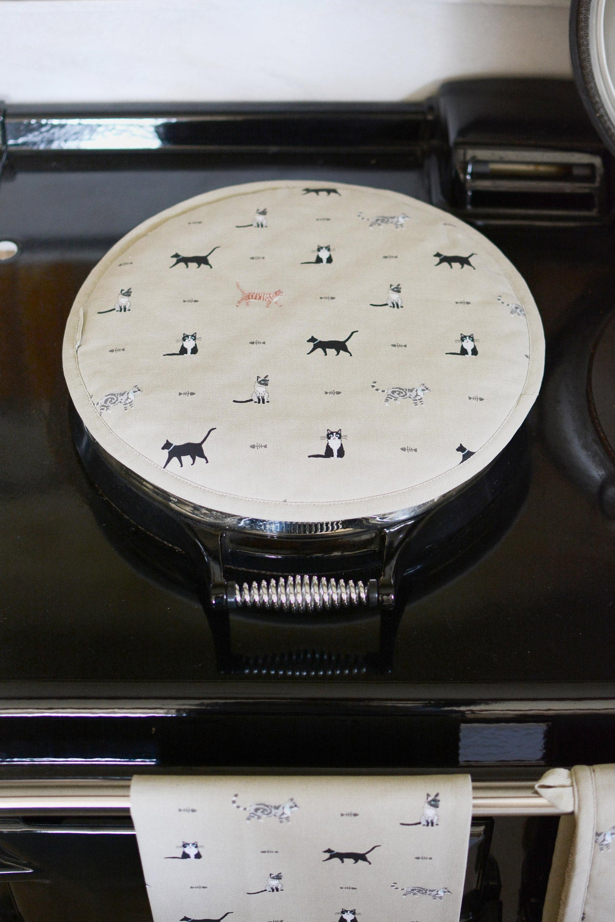 Purrfect Round Hob Cover