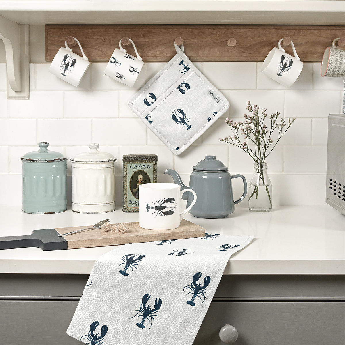 Sophie Allport Dune White Lobster Tea Towel