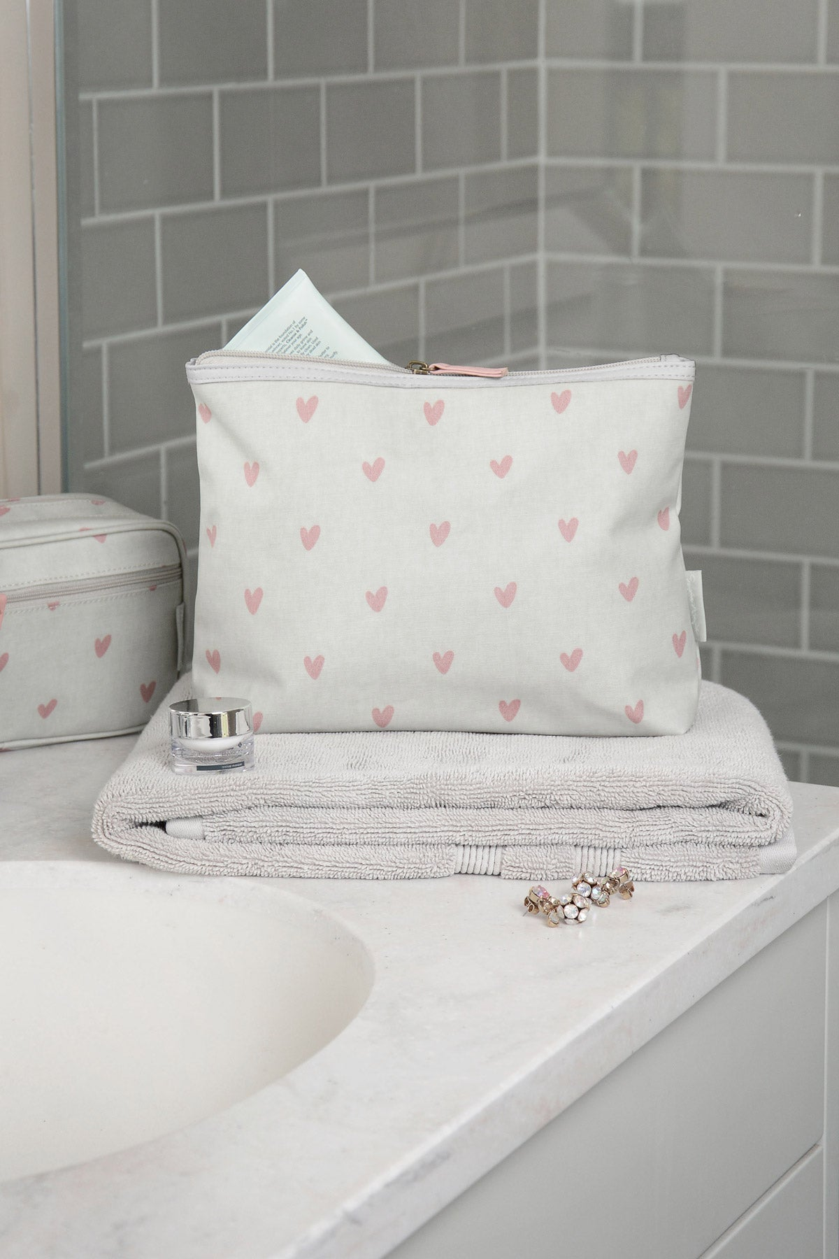Hearts Oilcloth Wash Bag