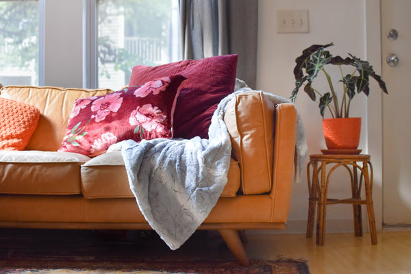 Our Favorite Ways To Style a Throw Blanket