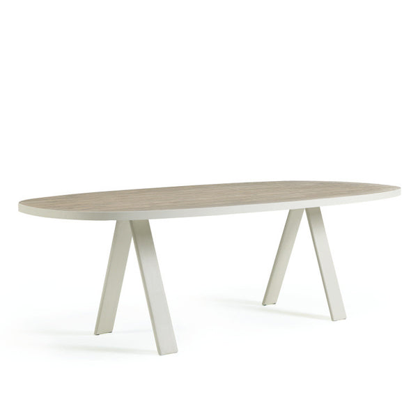 Esedra Dining Table by Ethimo - Innerspace - 1