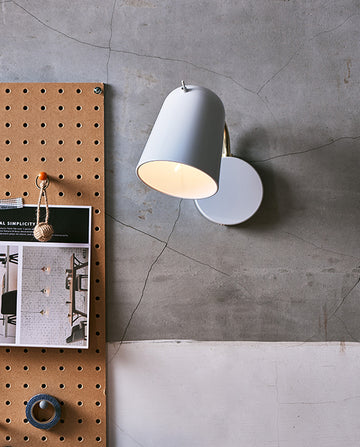 Dobi Wall Lamp - White / Matte Brass