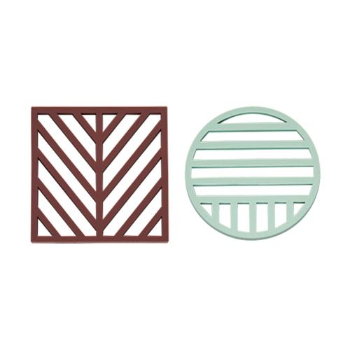 Gotoku Trivets in Aubergine and Pale Mint
