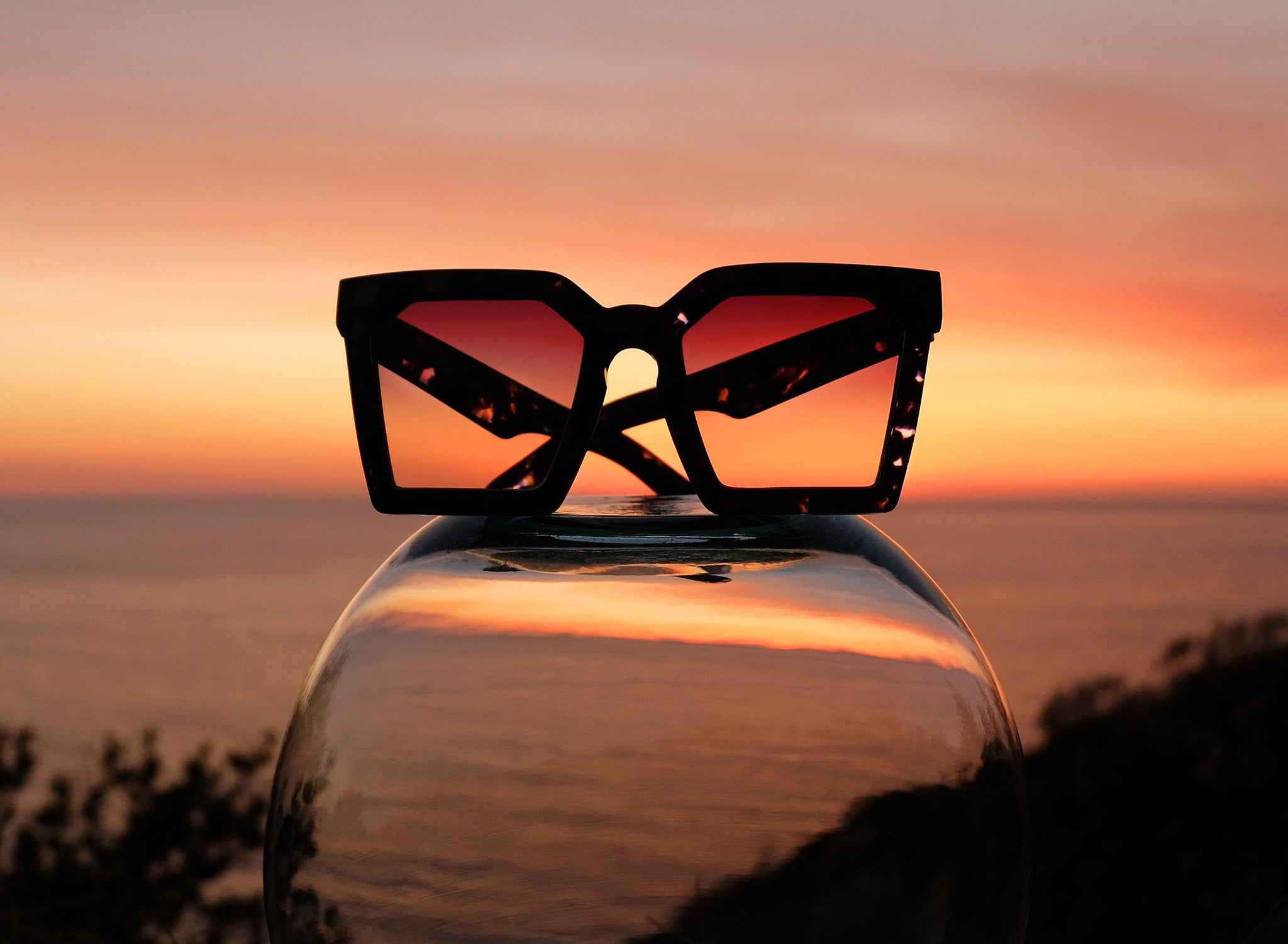 LAS ISLAS SQUARE OVERSIZED SUNGLASSES, STILL LIFE PHOTOGRAPHY