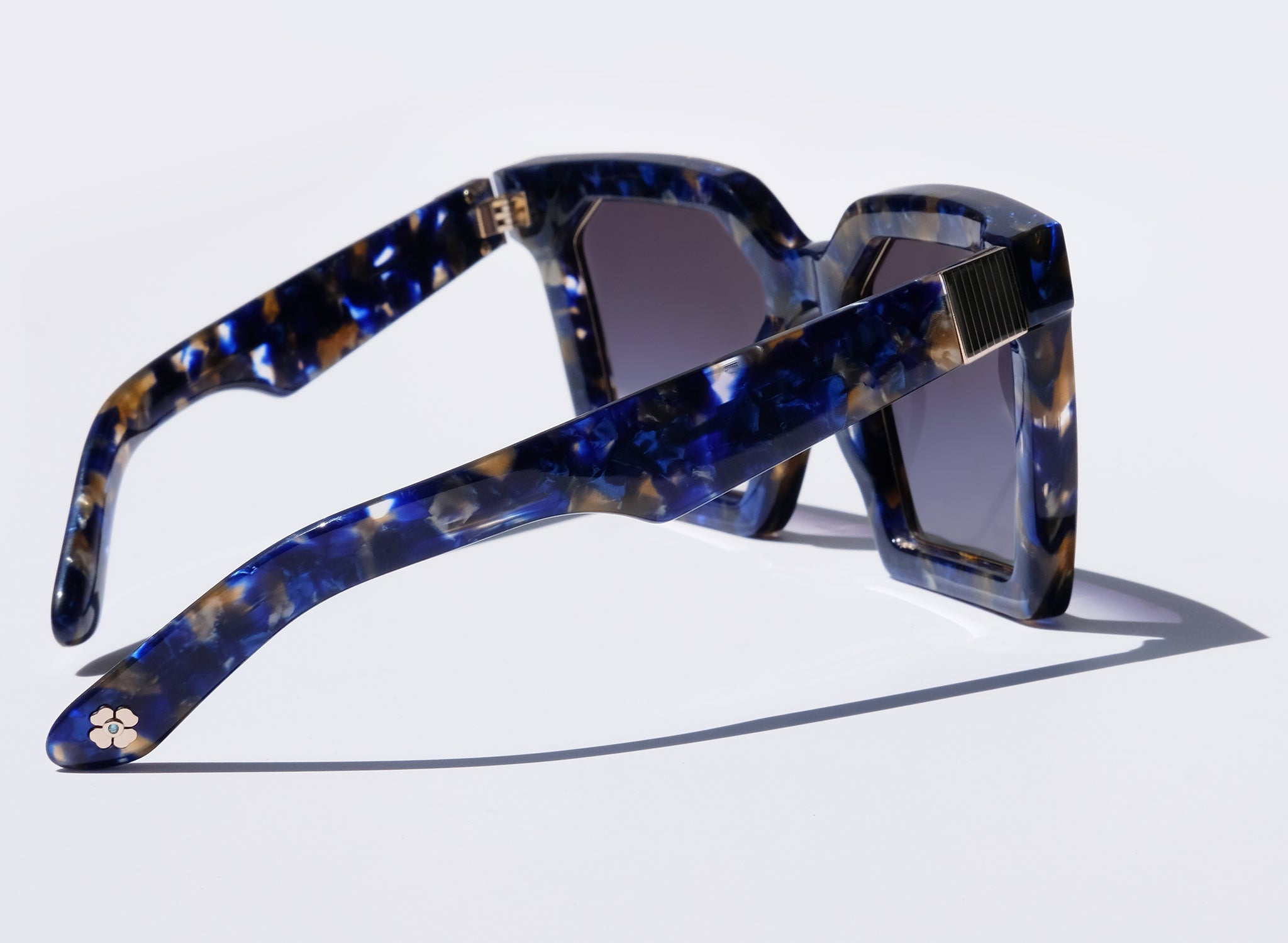 OVERSIZED BLUE SQUARE SUNGLASSES, FLOWER CHARM TEMPLE DETAIL