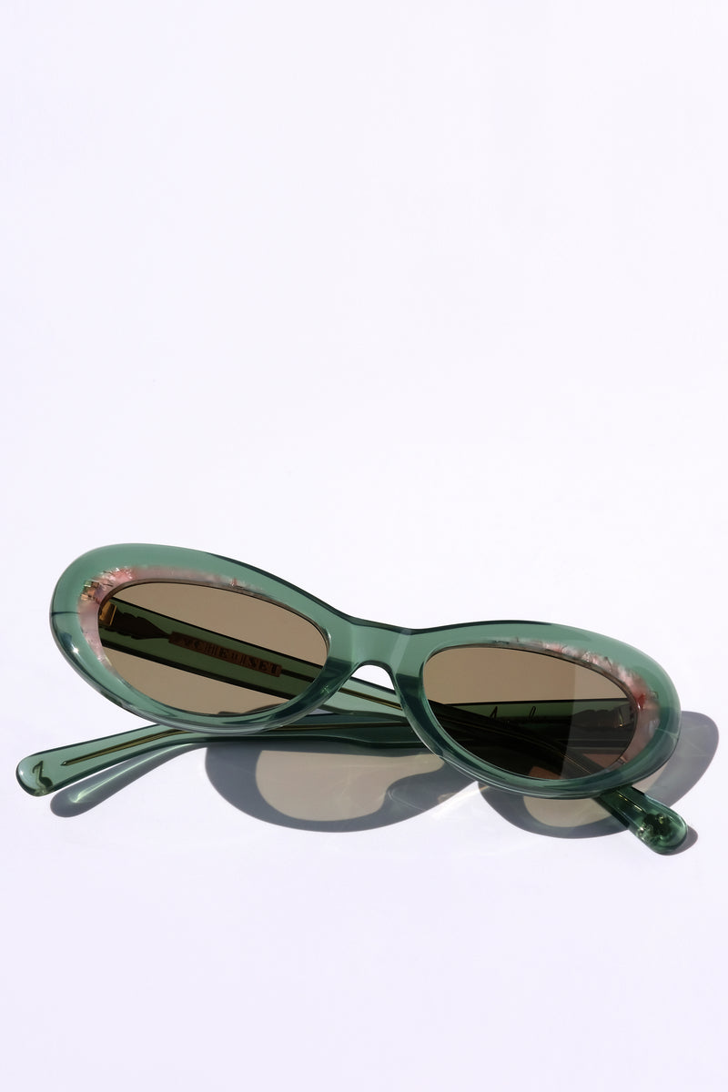 LIGHT GREEN AND PINK CLASSIC CAT EYE SUNGLASSES, GOLD METAL DETAILS. BROWN LENS. ART DECO DESIGN, LIMITED EDITION. DESIGNER EYEWEAR, LUXURY SUNGLASSES. CELEBRITY SUNGLASSES. FEMALE ENTREPRENEUR.