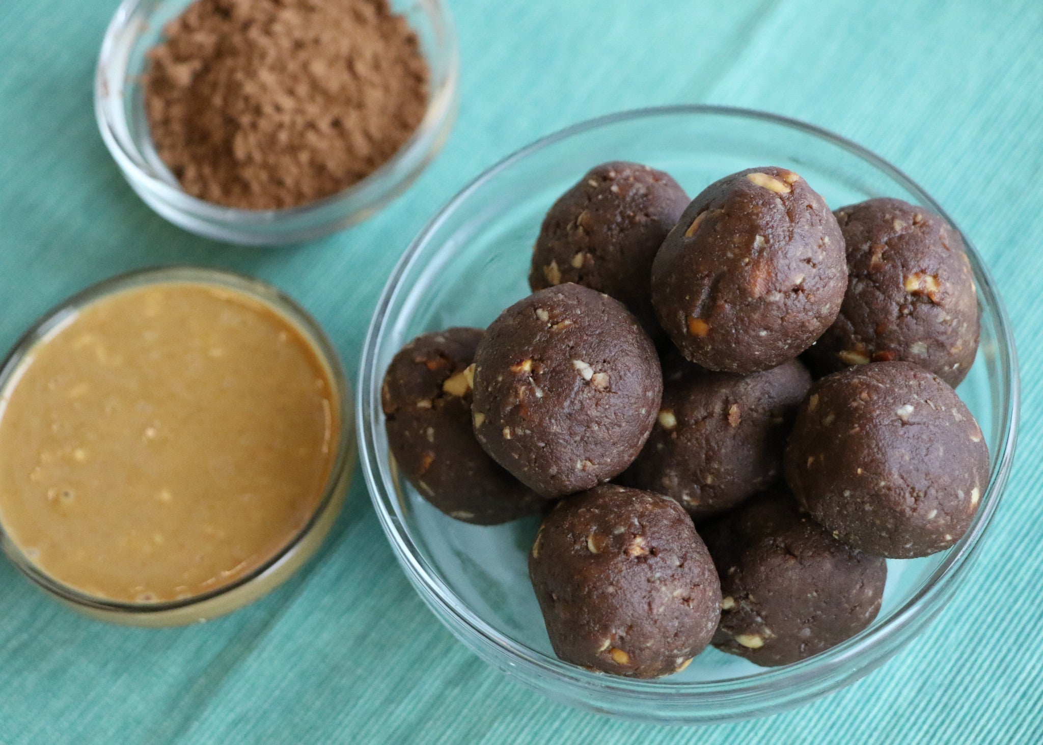(No Bake) PB & Chocolate Oatmeal Protein Bites