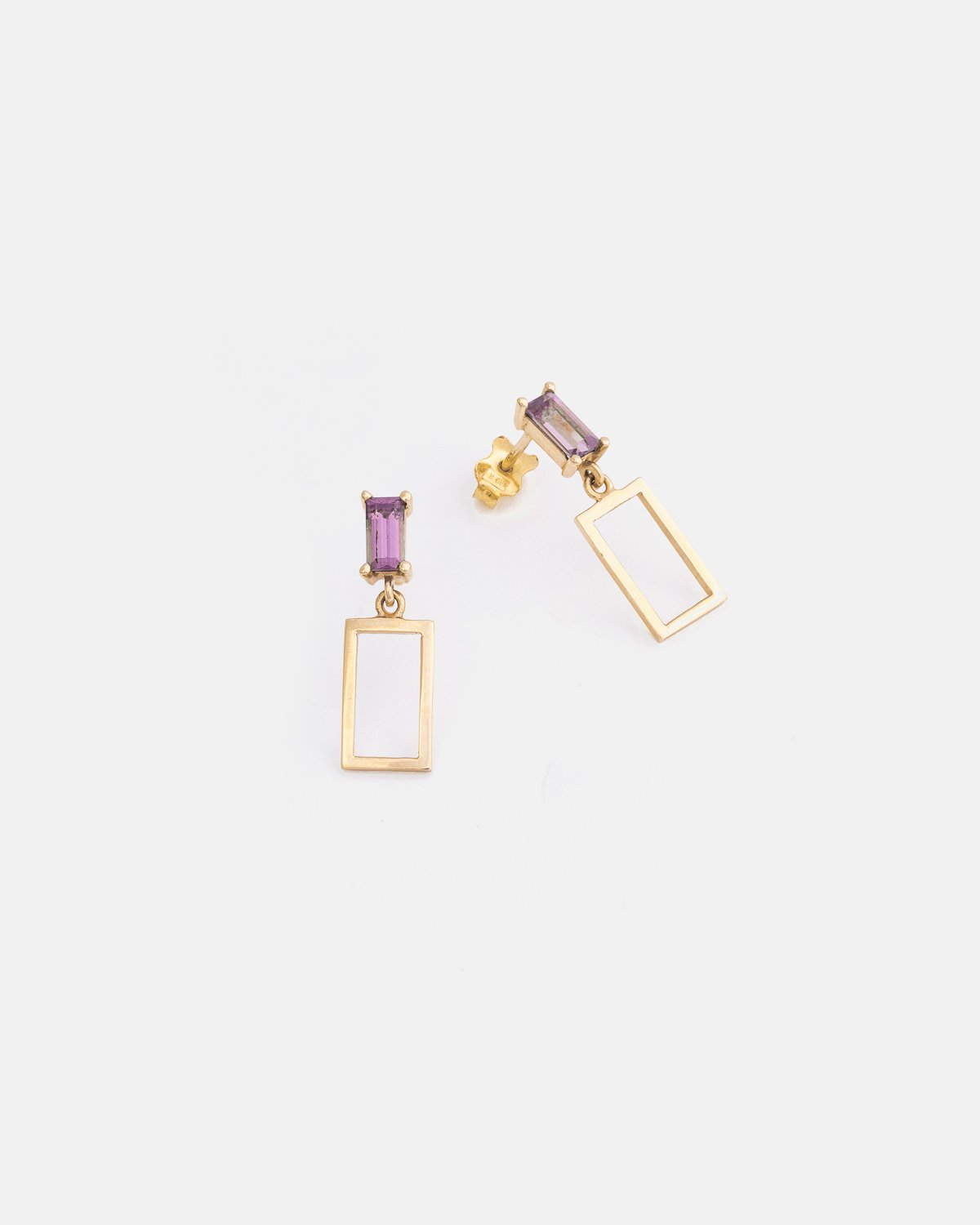 Liaisons Earrings in Yellow Gold with Purple Spinel