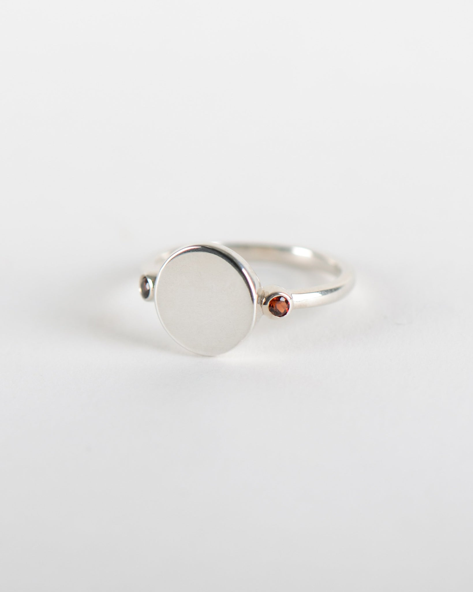 Rhéa Ring in Silver with Garnet