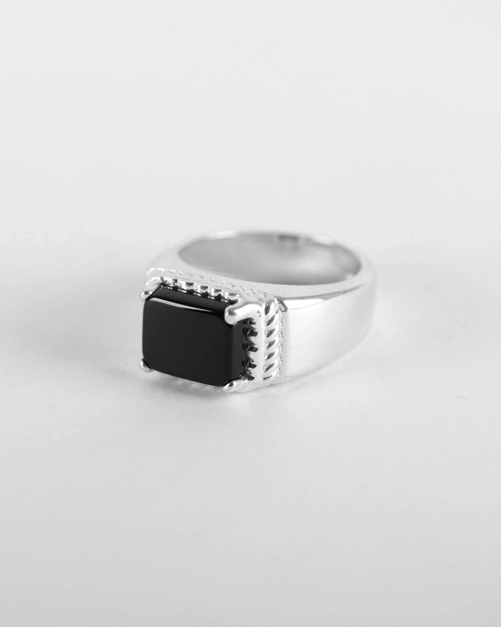Reine Ring with Black Onyx in Silver