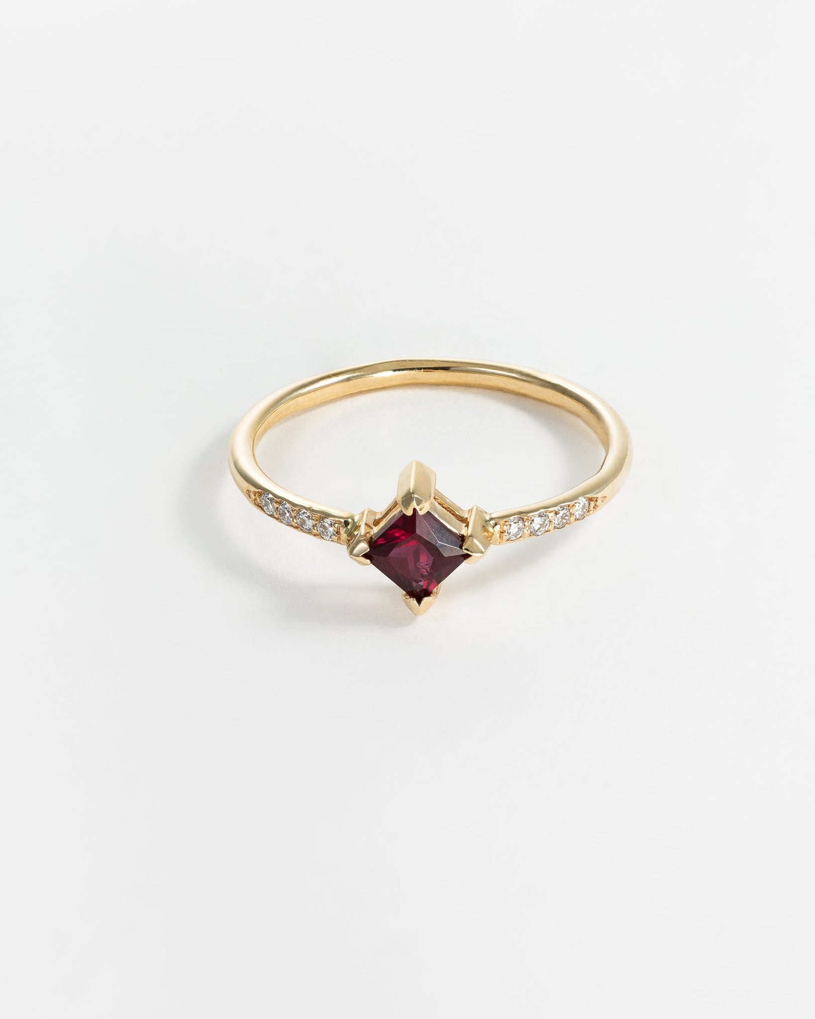 Harmony Ring in Yellow Gold with Anthill Garnet and Diamonds