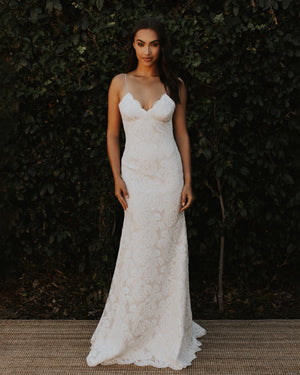POIPU WITH SPARKLE UNDERLAY BRIDAL GOWN