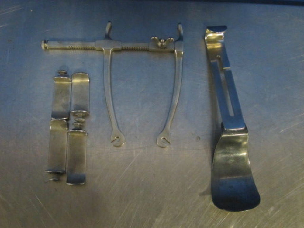 MUELLER Urology Millians Retractor