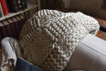 Load image into Gallery viewer, Chunky Knit Throw