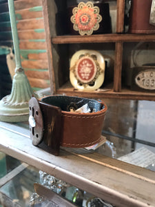 Handmade escutcheon shoe clip leather cuff