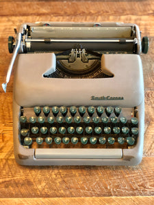 VINTAGE STERLING SMITH CORONA TYPEWRITER