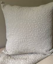 Load image into Gallery viewer, Pair of French matelasse Handmade pillow shams