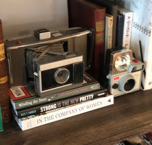 Load image into Gallery viewer, Vintage Polaroid Land Camera