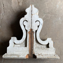Load image into Gallery viewer, Stunning Pair of Vintage Corbels