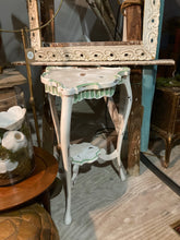 Load image into Gallery viewer, French Painted Table