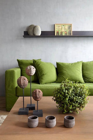 A colourful couch - Pantones greenery