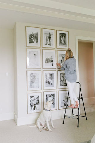 Art it up. Decorate boring walls with a grid of your favourite pictures to recreate a feeling of a gallery. The bigger white space inside the frame, the bigger the illusion of space, making it a less-cluttered display.