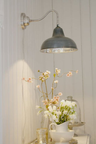 Country charm this gooseneck retro wall light offers a delightfully vintage appeal.
