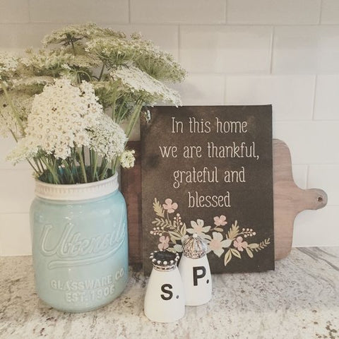 Detail Decor - farmhouse appeal. Mason jars, little paintings and prints, and of course, flowers; put them all together and you'll create a lovely, homey farmhouse kitchen.